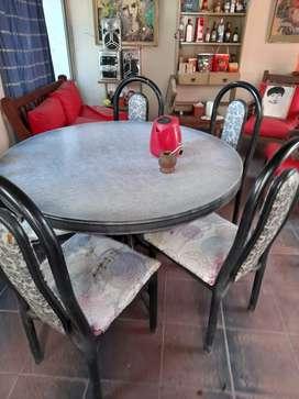 Mesa redonda con 6 sillas CAÑO REFORZADO.USADAS.A TAPIZAR.