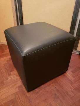 Puff Cuadrado 50x50x48cm Negro Premium C/patas Stock = 2