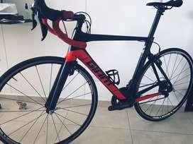 C vende bici ruta GIANT propel