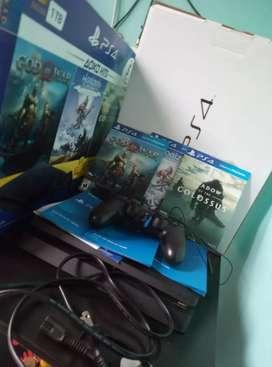 Vendo PlayStation 4 SLIM 1TB color negro azabache Nuevo con todo Original y al dia incluye +3 juegos Originales.