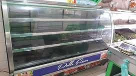 Congelador de carnés y estantería de fruver