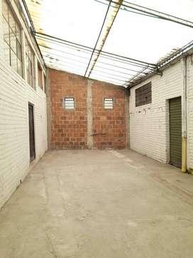 Bodega de 70 m2 con Altura, Buena Luz natural. Segura