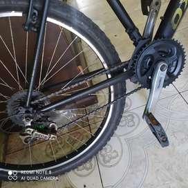 Remato 2 bicicletas con cambios y la de mujer con freno de disco