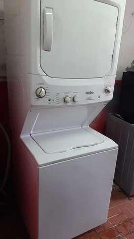 Lavadora secadora tipo torre mabe 40 lbs