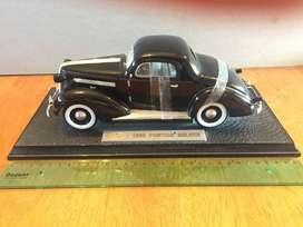 Pontiac Deluxe 1936 marca Signature  (Auto a escala 1:18)
