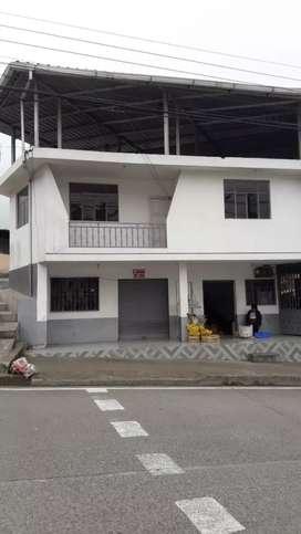 Casa 2 plantas En Pallatanga con locales comerciales