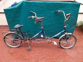 Bicicleta doble R 20 muy buena