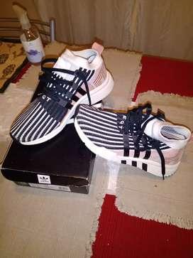 Adidas n43.  _$4000