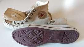 2 pares de zapatillas Nike y converse all star