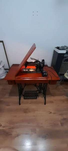 Maquina de coser antigua funcional