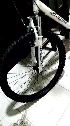 Vendo Hermosa Bicicleta marca milan llantas kenda esta como nueva