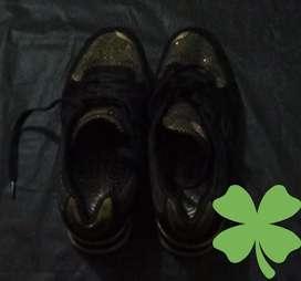Zapatillas mujer negro y dorado