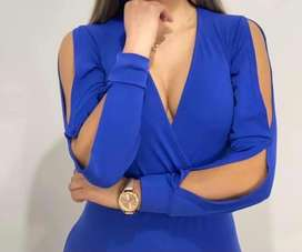 Vestido enterizo azul con escote