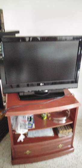 Televisor LED LG de 32 pulgadas + home theater DVD y parlantes