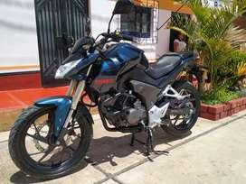 Vendo moto Advance CBR200