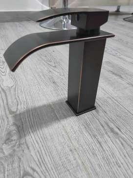 Grifo de lavabo de latón cromado pulido