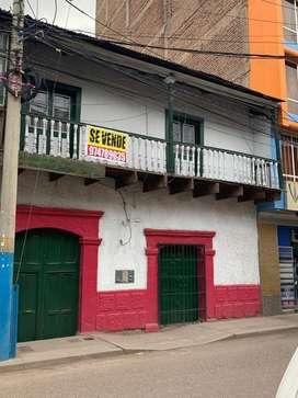 VENDO CASA COMERCIAL  COMO TERRENO EN JULIACA