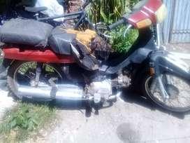 Vendo moto a reparar .