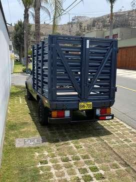 Camioneta Pick Up con baranda