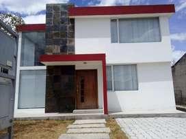 Casa de venta, 3 dormitorios, Valle de los Chillos. ESPE. Urb. San Francisco