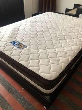 Se vende base cama doble con colchon