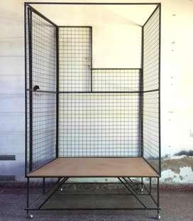 Vendo exhibidor jaula metalica anti robo para vidriera de comercio con puerta lateral a 6500 en Charata Chaco