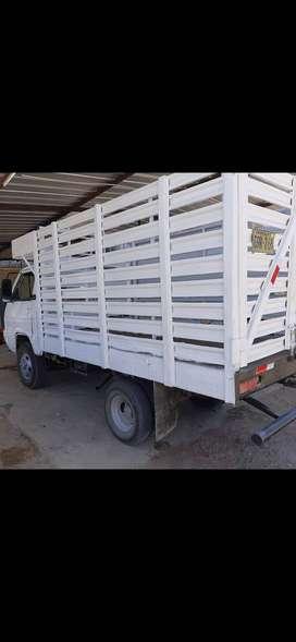Vendo camión de carga de 2.5 toneladas de capacidad.