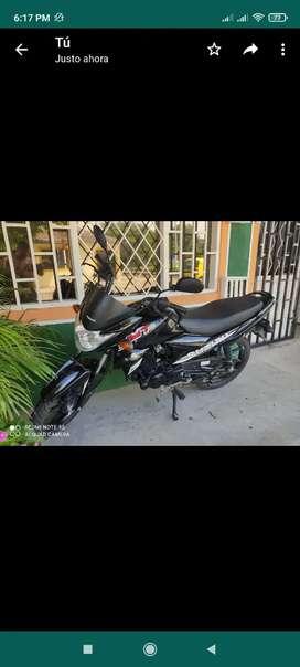 Moto Suzuki casi nueva