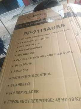 Vendo bafle como nuevo con micrófono y su control tiene caja 390000 negociables