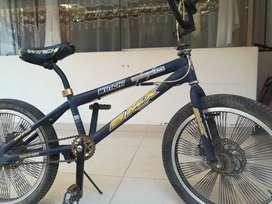 Bicicleta BMX con frenos de disco