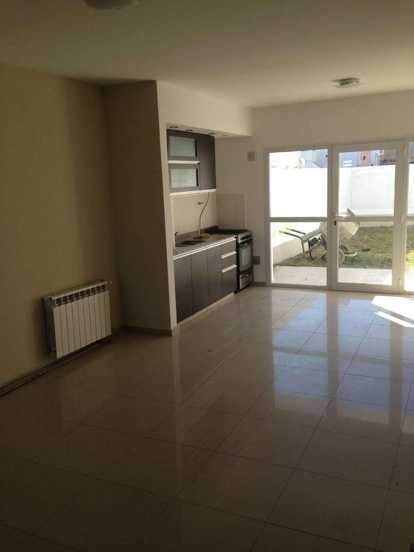 Alquilo dúplex de 3 dormitorios en barrio Rincón de Emilio