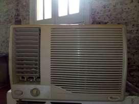 AIRE ACONDICIONADO  Marca WHIRLPOOL. Modelo AM8201 F    Capacidad refrigeración  2000 Frigorías