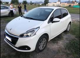 PEUGEOT 208 Año 2017 IMPECABLE
