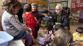 cuido a niños y adultos mayores