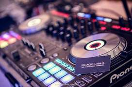 DISC JOCKEY DISK DJ MUSICA SONIDO E ILUMINACION VILLA ALLENDE CORDOBA LUCES MUSICA PANTALLA PROYECTOR ALQUILER