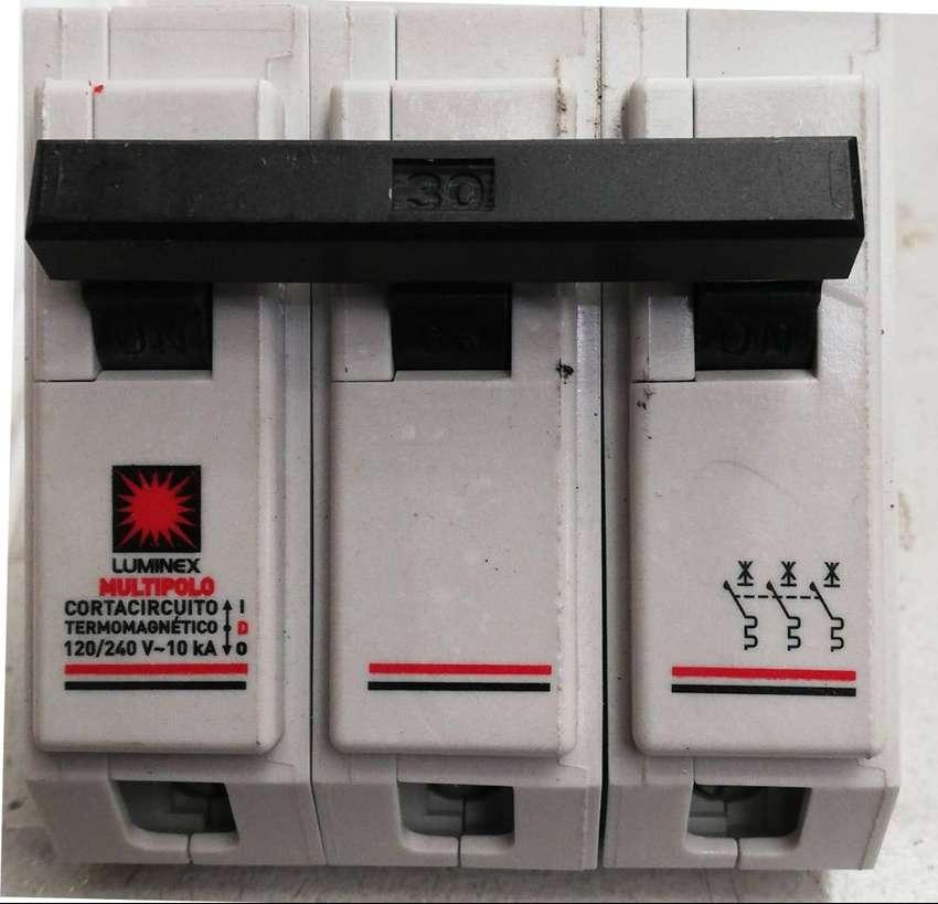 Minibreaker Enchufable 3x30A 10KA/120-240V  Luminex 0