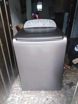 Vendo hermosa lavadora Whirlpool en muy buen estado