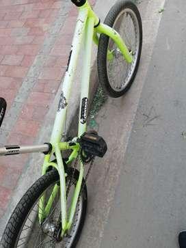 Se vende cicla BMX Precio negociable