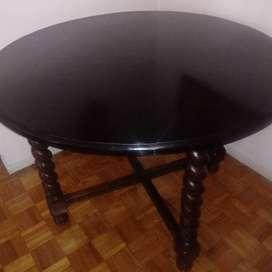 Mesa y sillas muy finas