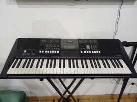 Vendo piano Yamaha PSR. E423