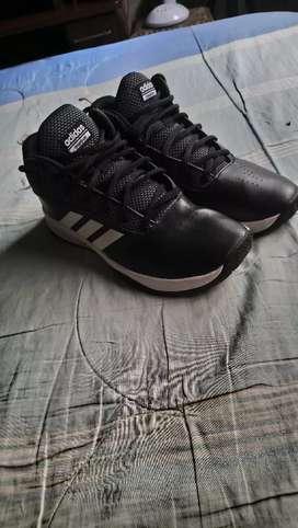 Vendo o cambio por cell zapatos originales marca adidas talla 44 o vendo