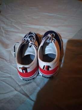 Vendo zapato original tommy de niño