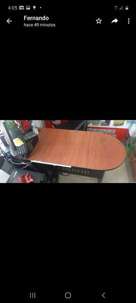 Se vende escritorio de madera en excelente estado