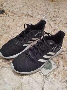 Zapatos adidas talla 9 poco uso
