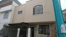 Alquiler - Renta Casa en Urbanización Las Crucitas cerca a Oro Plaza y de Paseo Shopping Machala