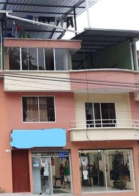 Casa ubicada en via principal con local para negocio y terraza cubierta