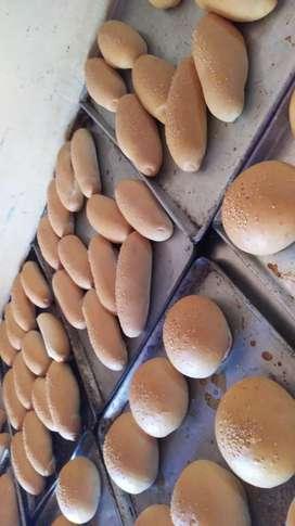 Se necesita personal con experiencia en elaboración pan perro y pan hamburguesa