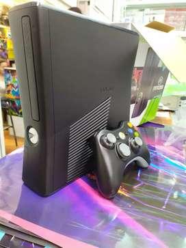 Xbox 360 con 2 Controles y 10 juegos