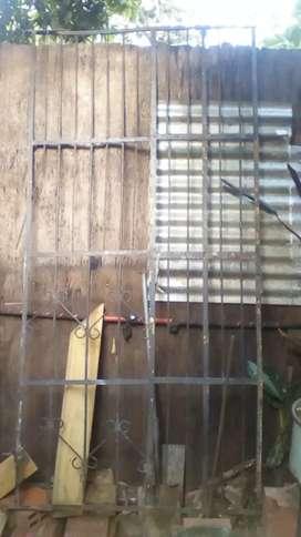 Portón 2 de alto x 1 de ancho