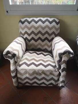 Par de sofas, muy comodos y refien tapizados
